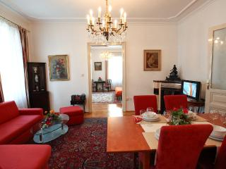 Elegant and Comfortable Holiday Apartment Roegergasse