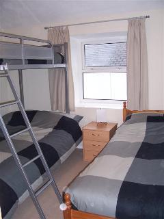 Second bedroom sleeping 4