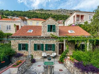 House Dubrava near Dubrovnik City Walls