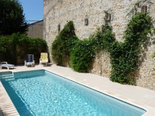 Les Vieux Murs, St Genies de Fontedit