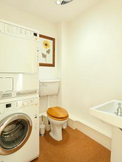 Loo/utility room