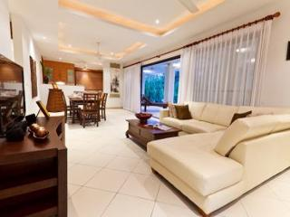 Spacious interior, dining for 6 guests