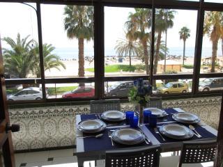 Beachfront Malagueta, 4 bedroom,WIFI,terrace, A/A,, Málaga