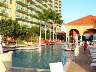 Breathtaking view 2/2 Apt Bay front Miami Beach, Sunny Isles Beach