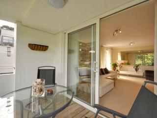3 Seahaven - Two bedroom, spacious apartment with balcony on Sandbanks Peninsula, Bournemouth
