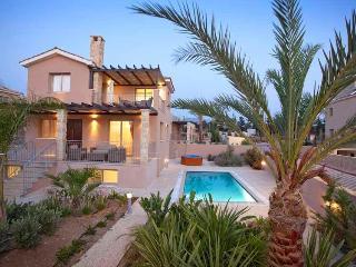 Luxury Villa Kartelia - Private Sandy Beach, Argaka