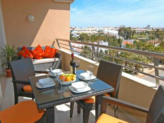 Stunning  Beach Apartment,  2 minute walk to beach and 5 minute walk to STRIP