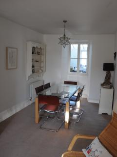 Dining area with hatch to kitchen