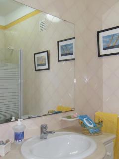Casa de banho 1.º andar
