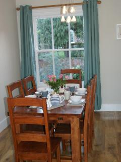 Comfortable dining room with 6 chairs