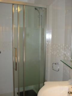 Shower room 1 with large walk-in shower