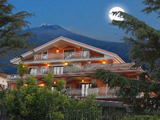 Etna Royal View - Appartamento Monolocale Piano Primo n. 2, Trecastagni