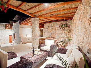 Luxury appartment, private patio & outdoor lounge, Vis