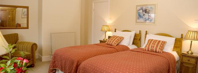 2nd twin bedded en-suite bedroom