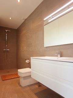 Master En suite Bathroom 1