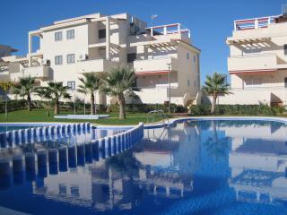Las Arenas - luxury 3 bed ground floor apartment. 25 minutes Castellon airport.