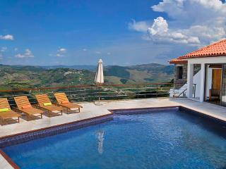 Luxury Holiday Villa Sleeps 6-9 Douro Valley