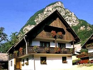 Apartment Taler - first floor with big balcony, Srednja vas v Bohinju
