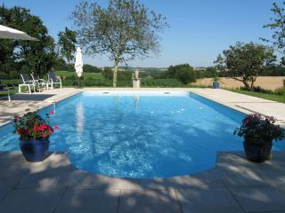 Camuzat. Sleeps 4. Wonderful pool and beautiful setting