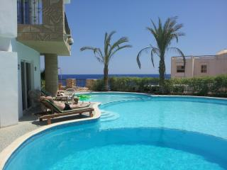Private Villa, beach side,pool, FREE Wi-Fi,Jacuzzi, Sharm El Sheikh
