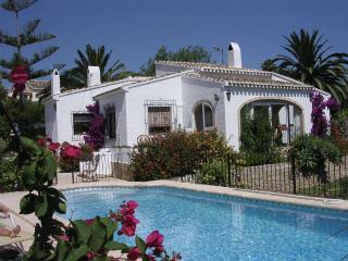 Private Villa: Gated pool, Full Air Con & WiFi, Javea
