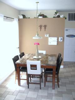 Relaxing breakfast nook next to the kitchen