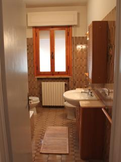 Villa Olivo_upstairs bathroom