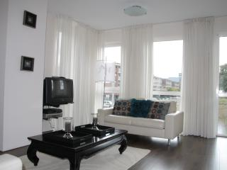 Living room (double sofa / satelite HD TV)