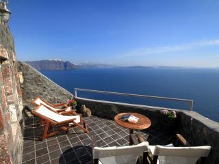 Full Moon Villa, jacuzzi, volcano & sea view, Oia