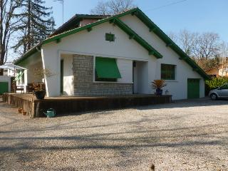 LE TILLEUL, on a quiet road only 250m from the centre of town