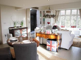 Award winning romantic boutique suite with mezzanine bedroom,real fire and huge roll top copper bath