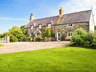 PLAS NEWYDD, swimming pool, woodburner, spacious house, stunning garden