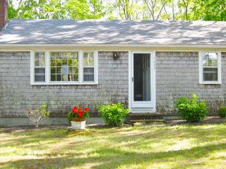 PET-FRIENDLY CLOSE TO SWIMMING POND - COTTAGE STYLE HOME.