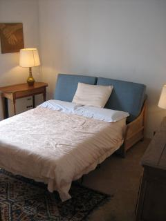 3rd bedroom on 2nd floor with divan bed (2 pers) small balcony, marvelous view of lake from on-high
