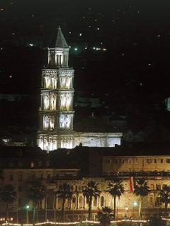 Saint Dujam by night