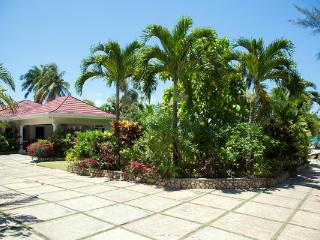 Stone Harbour - Ocho Rios 4 Bedroom Beachfront, Ocho Ríos