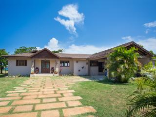 Sun Kissed - Rio Bueno 4 Bedroom Beachfront, Discovery Bay