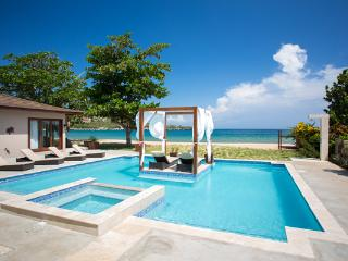 Sun Kissed Villa - Discovery Bay, Jamaica - Beachfront, Private Pool