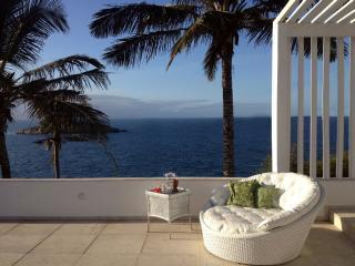 Casa com Vista Deslumbrante para o Oceano a 100 mt. da praia Joao Fernandinho