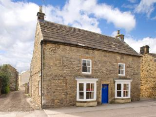 7brm Grade 2 listed farmhouse in the centre of Masham sleeps up to 16 guests