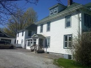 7 bedroom,12 beds for 18people at stanstead, in front of stanstead college, 2 min vermont, Stanstead