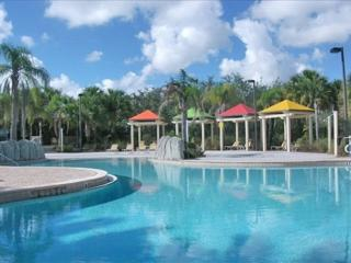 1-103 Ground floor, pool side, separate bedroom, kitchen, patio, close to Disney