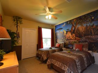 19-204 Fun Jungle Safari Condo Rental, near Walt Disney World, POOL, gym, gated