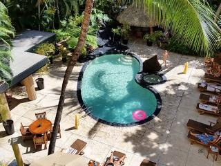 Waikiki at the Beautiful Bamboo, Pool-Jacuzzi-Spa, Honolulu