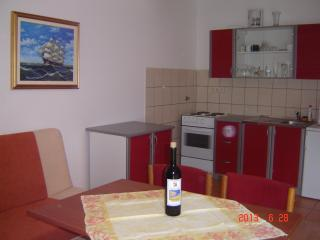 Apartments Ledinić - A3 Two Bedroom Apartment with Balcony and Sea View floor 2, Ston