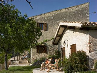 Pianciano-Casa dell'Arco-  Ancient hamlet  with incredibly beautiful surroundings