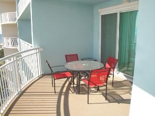 Beautiful 2 bedroom / 2 bath condo with Gulf views!