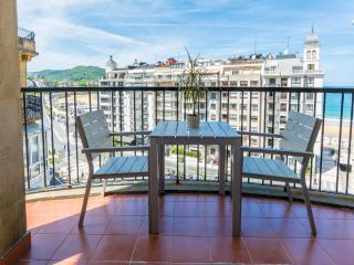 Bright Modern Terraced with Beach View WIFI, Donostia-San Sebastián