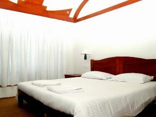aqua jumbo houseboat suite room