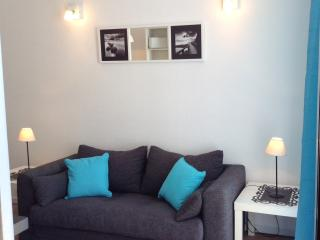 BRIGHT SEAFRONT APARTMENT, Funchal